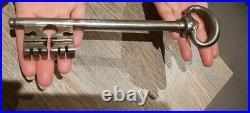 Clé Ancienne clef Époque 1700 Énorme Schlüssel RARE 450 gram! Old big key