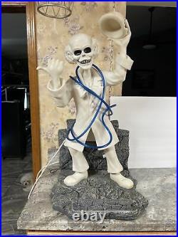 Disneyland Hitch Hiking Ghost Hatbox Big Figure Haunted Mansion Rare 36