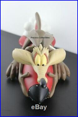 Extremely rare! Wile E. Coyote on a rocket. ACME. Warner Bros. Big statue